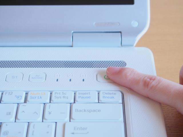 パソコンを強制終了すると壊れる?その影響やデメリットは?